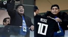 Maradona, tifo indiavolato in tribuna con la maglia di Messi