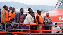 Spagna soccorre 569 migranti
