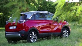 Opel Crossland X. Al parcheggio pensa lei