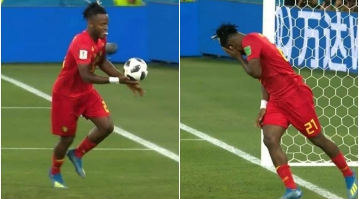 Dopo la perla di Januzaj che ha steso l'Inghilterra, il centravanti dei 'Diavoli Rossi'Batshuayi calcia il pallone che però sbatte sul palo prima di tornargli sul volto
