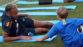 Neymar, family time: il piccolo Davi si allena col papà