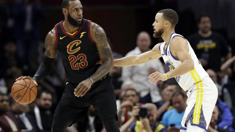 NBA, James esce dal contratto con i Cavaliers