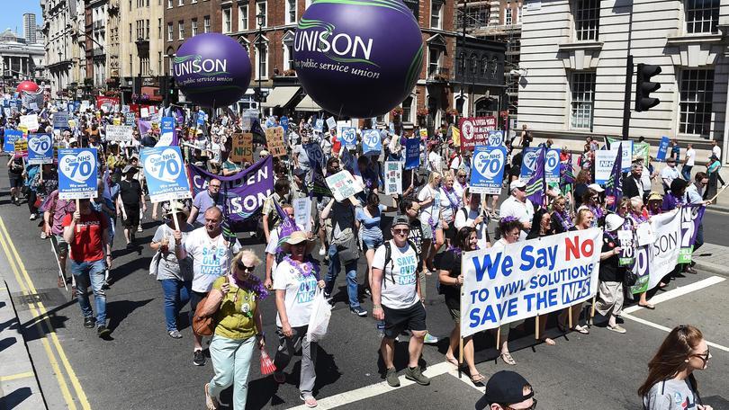 Gb: a migliaia contro tagli sanità