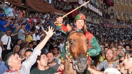 Palio di Siena, il Drago in trionfo