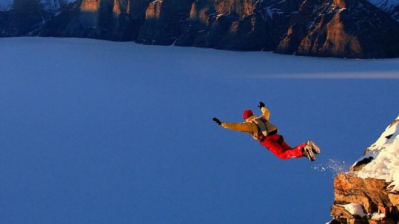 Heliskiing e base jumping gli sport più estremi