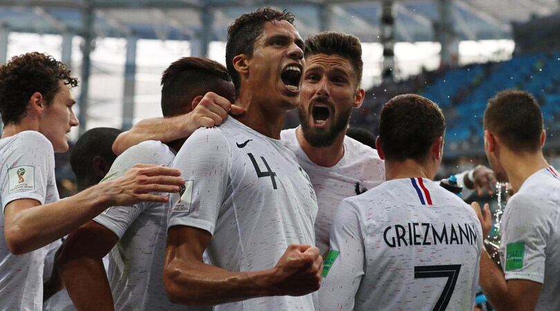 Uruguay-Francia 0-2: Varane-Griezmann, è semifinale