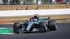 F1 Gran Bretagna, Bottas va in testa