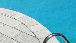 In burkini, allontanata piscina Firenze