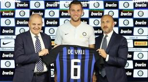 Inter, presentato De Vrij: maglia numero 6