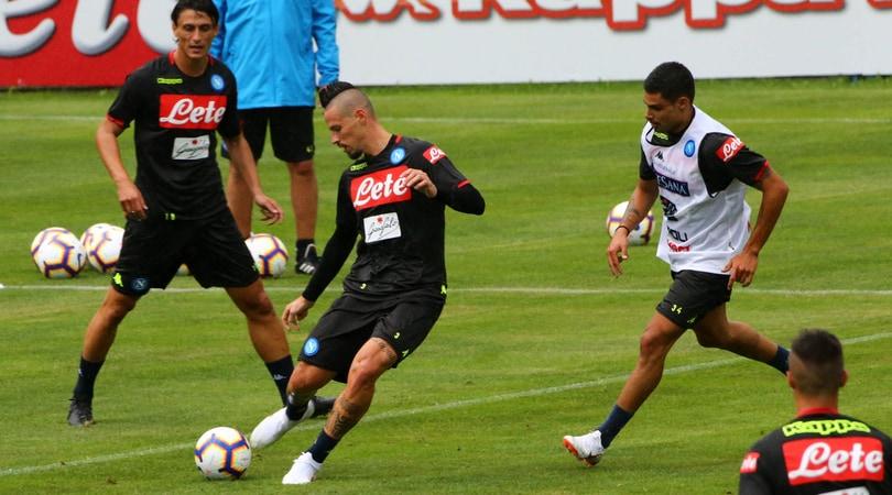 Napoli, l'allenamento di Dimaro: Hamsik alla Pirlo