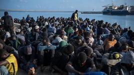 Tutti i migranti su navi Gdf e Frontex