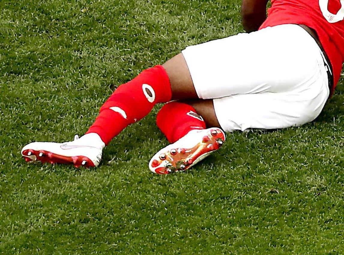 Mondiali 2018, mistero Rose: in campo con i calzettoni bucati