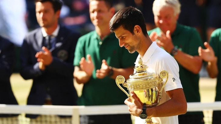 Wimbledon, Djokovic vince la maratona con Nadal e vola in finale