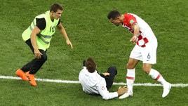 Mondiali: invasione di campo durante la finale, Lovren si infuria