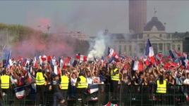 Parigi esplode al fischio finale