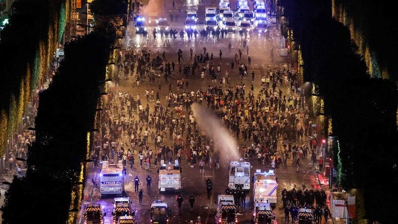 Francia, feste e incidenti durante la notte: due morti