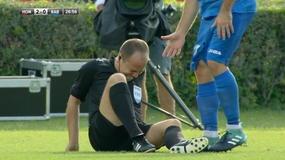 Europa League, l'arbitro cade ed esce in barella