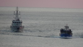Tunisia respinge nave con 40 profughi
