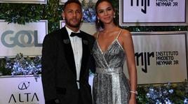 Neymar campione di eleganza: eccolo con la sua Bruna