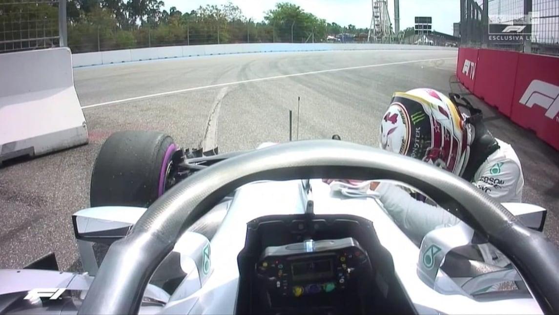Il pilota inglese della Mercedes tradito dalla sua vettura: stop nella Q1, partirà quattordicesimo!