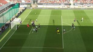 Buffon che uscita, e il Bayern segna...
