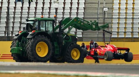 F1 Germania, vince a sorpresa Hamilton, Vettel fuori