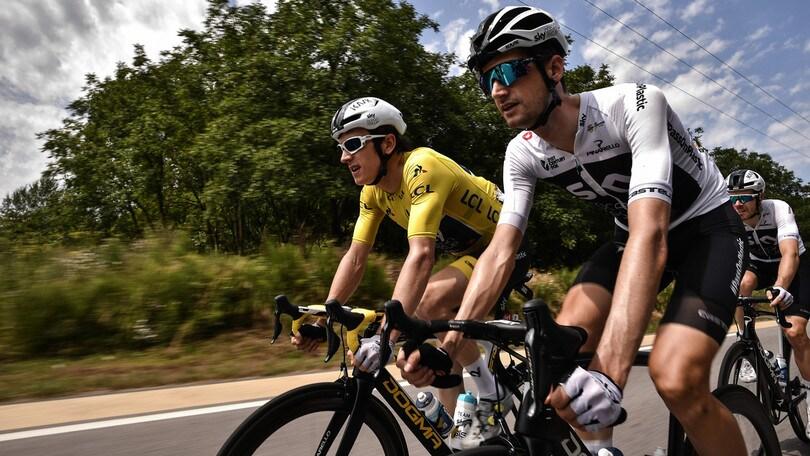 Tour: Moscon colpisce un avversario, squalificato con la Var