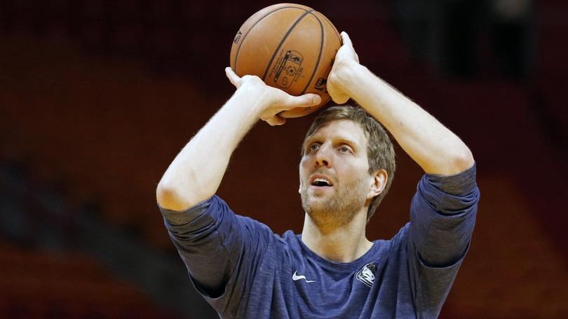NBA, Dirk Nowitzki resta ai Mavericks