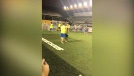 Neymar, magie a piedi nudi