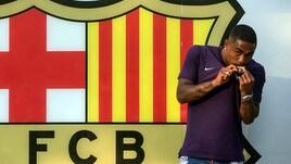 Malcom bacia lo stemma del Barcellona
