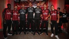 Milan, Bonucci in posa con la nuova maglia