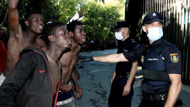 Migranti: 800 sfondano a Ceuta