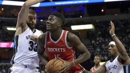 NBA, Clint Capela resta ai Rockets