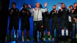 Dimaro, tutti in piazza per la presentazione del Napoli: Ancelotti canta Renato Zero