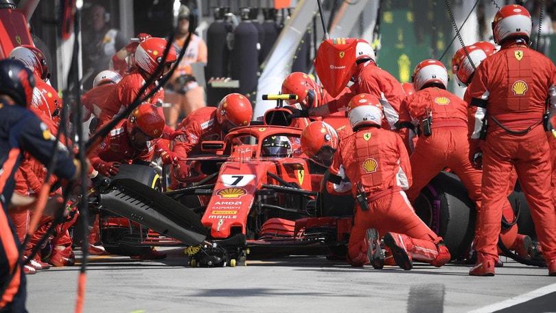 F1 Ungheria, Vettel è primo a metà gara