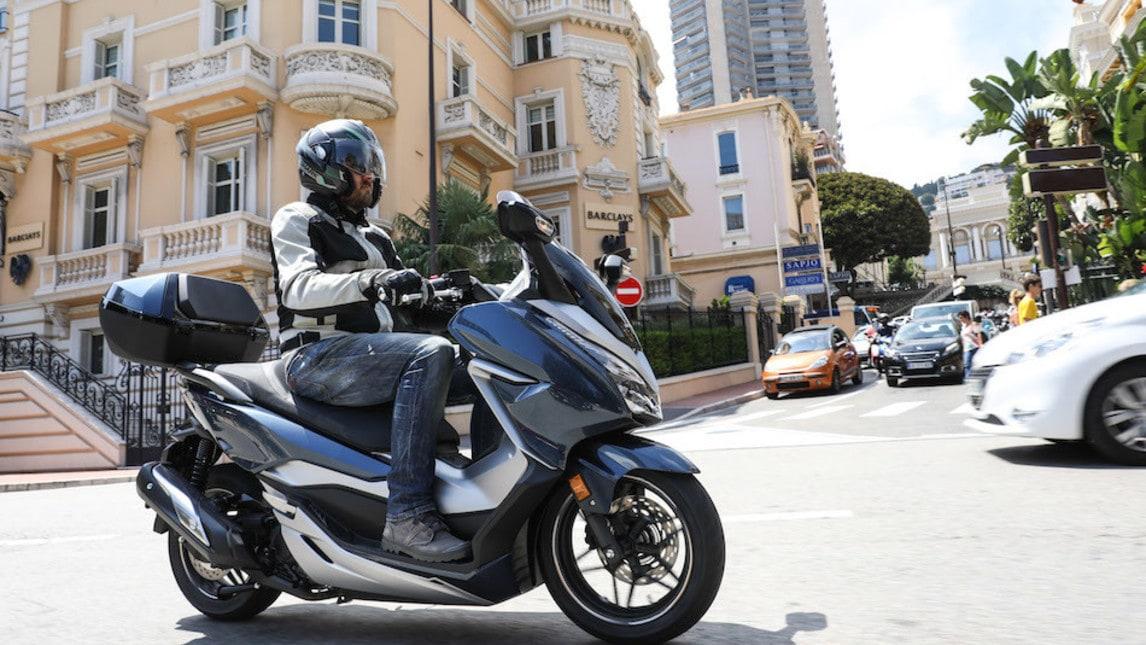 """Completamente rinnovato lo scooter """"premium"""" della Casa alata, che punta ad affiancare l'SH al top delle vendite del segmento"""