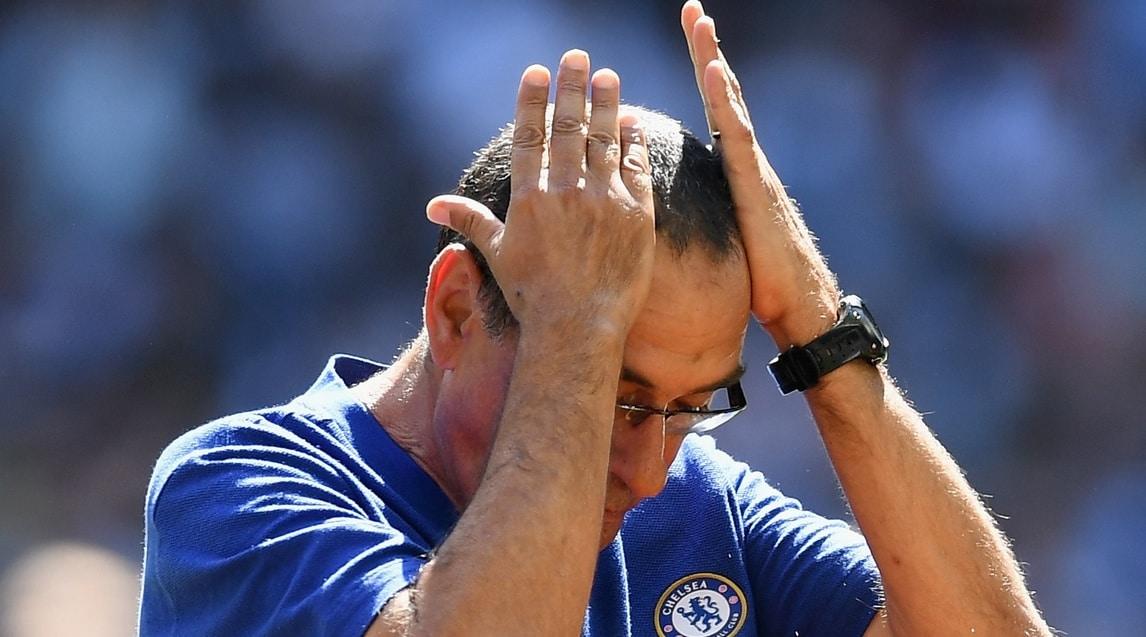 Le foto dell'allenatore deluso a bordo campo durante la Community Shield, la Supercoppa d'Inghilterra, persa 2-0 con il Manchester City: ha deciso una doppietta di Aguero