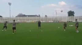 """Juventus, Cristiano Ronaldo """"preso in giro"""" da Dybala e Douglas Costa"""