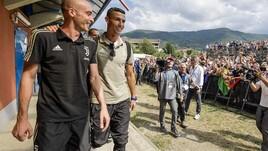 È il Ronaldo day e i tifosi della Juventus invadono Villar Perosa