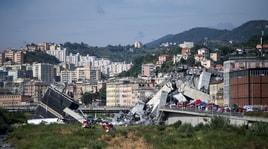 Genova, crolla il ponte Morandi sull'autostrada A10. Decine di vittime