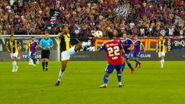 Vitesse, questo è calcio o kung fu?