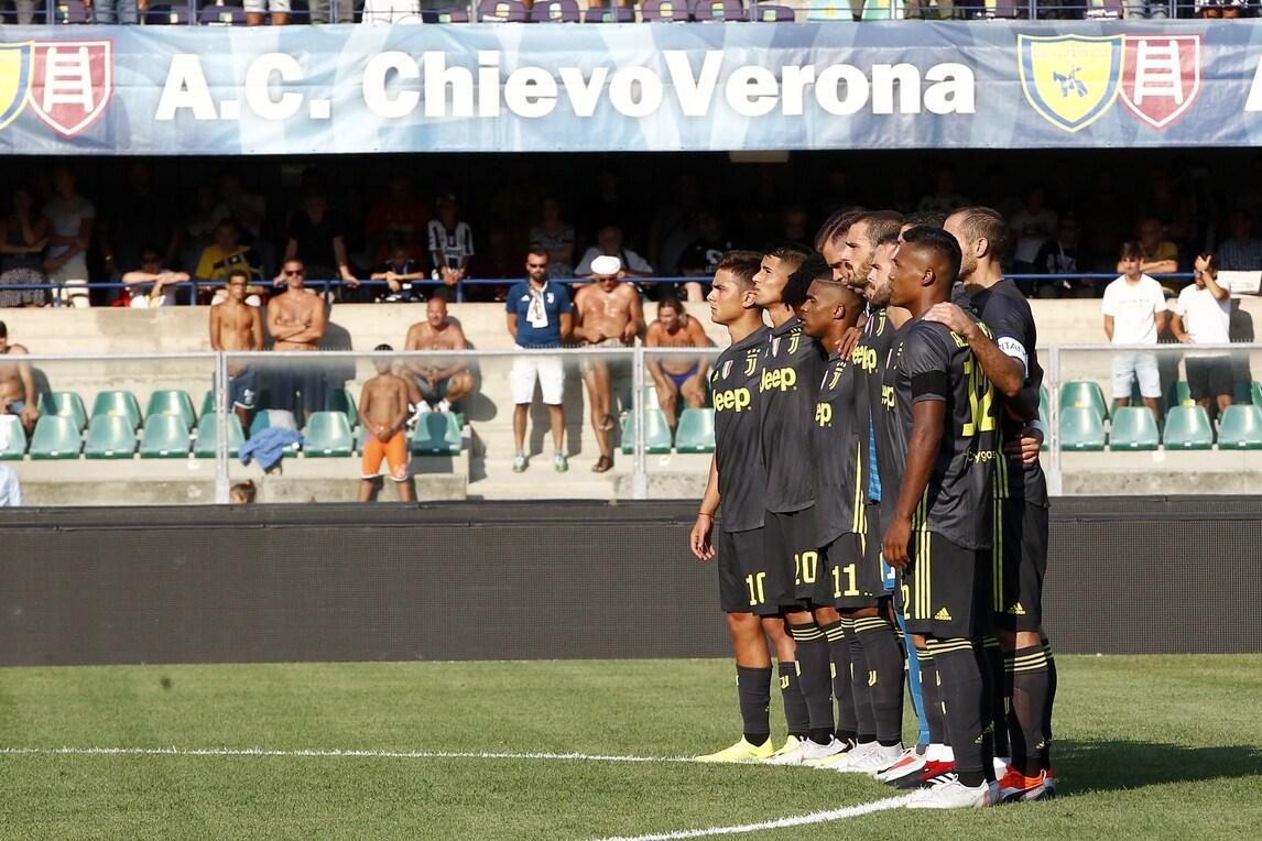 Chievo-Juve, il minuto di silenzio per le vittime di Genova