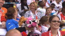 Feyenoord-Excelsior, in curva piovono peluche!