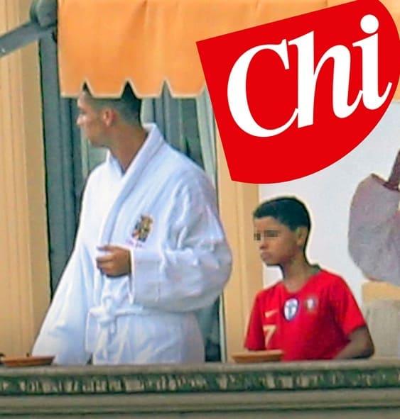 Cristiano Ronaldo, relax al lago di Como: il look non passa inosservato