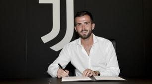 Pjanic-Juventus fino al 2023: il momento della firma