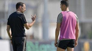 Juve, Ronaldo a colloquio con Allegri sotto gli occhi di Agnelli