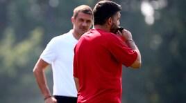 Milan, Gattuso dirige l'allenamento sotto gli occhi di Maldini