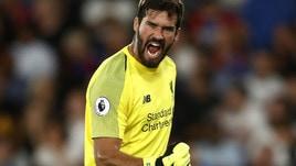 Parate e passaggi millimetrici: Alisson ha già stregato il Liverpool