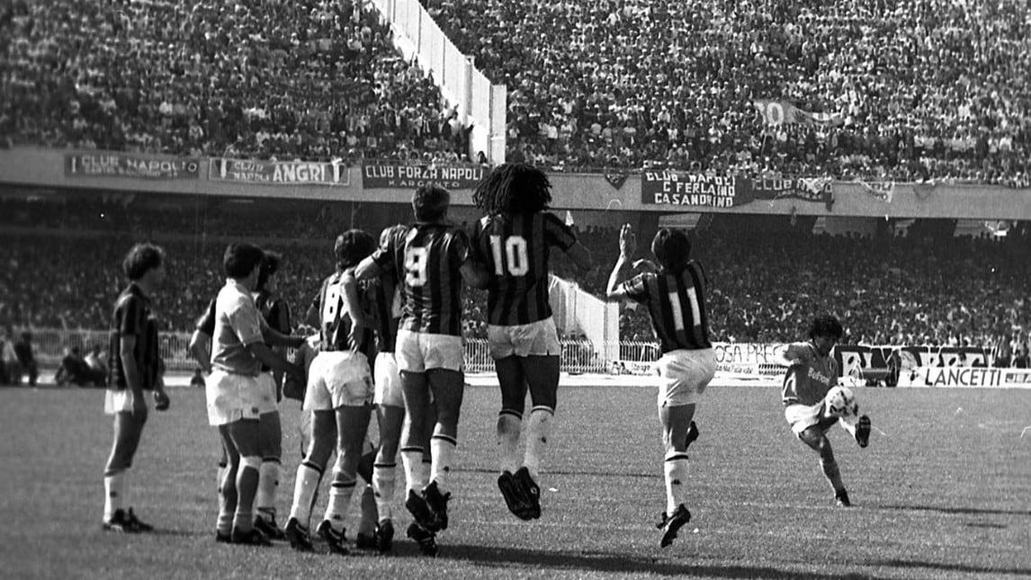 Dal Napoli del Pibe de Oro al Milan degli olandesi, una partita dallo storico fascino che da sempre è occasione di confronto tra i grandi protagonisti del calcio