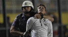 Libertadores, pesanti scontri: sospesa Santos-Independiente